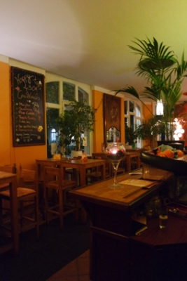 Ausgehen Bonn Altstadt gut für ein Date Cocktails Tapas Biergarten
